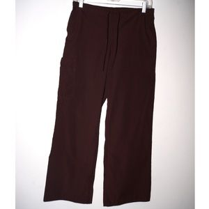 Brown scrub pants with cargo pocket
